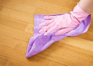 czyszczenie paneli podłogowych